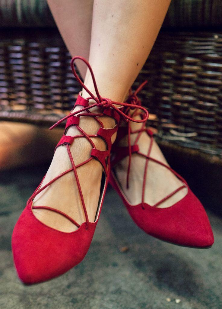 Балетки со шнуровкой