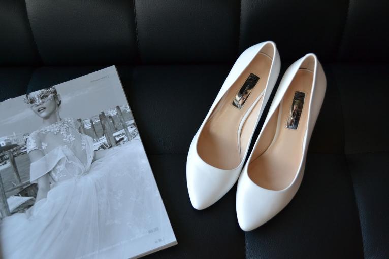 Белые свадебные лодочки