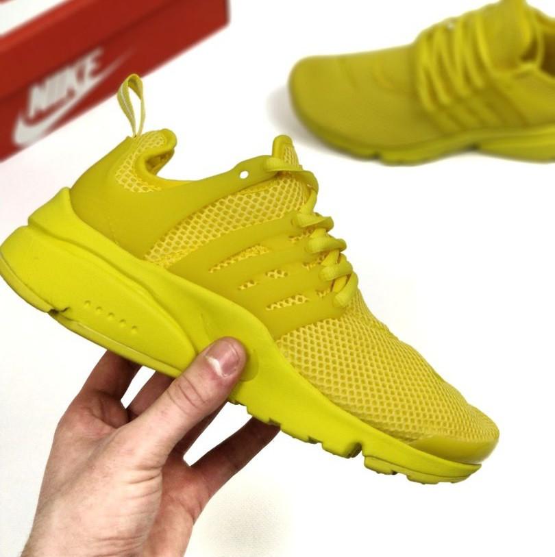 Полностью желтые кроссовки