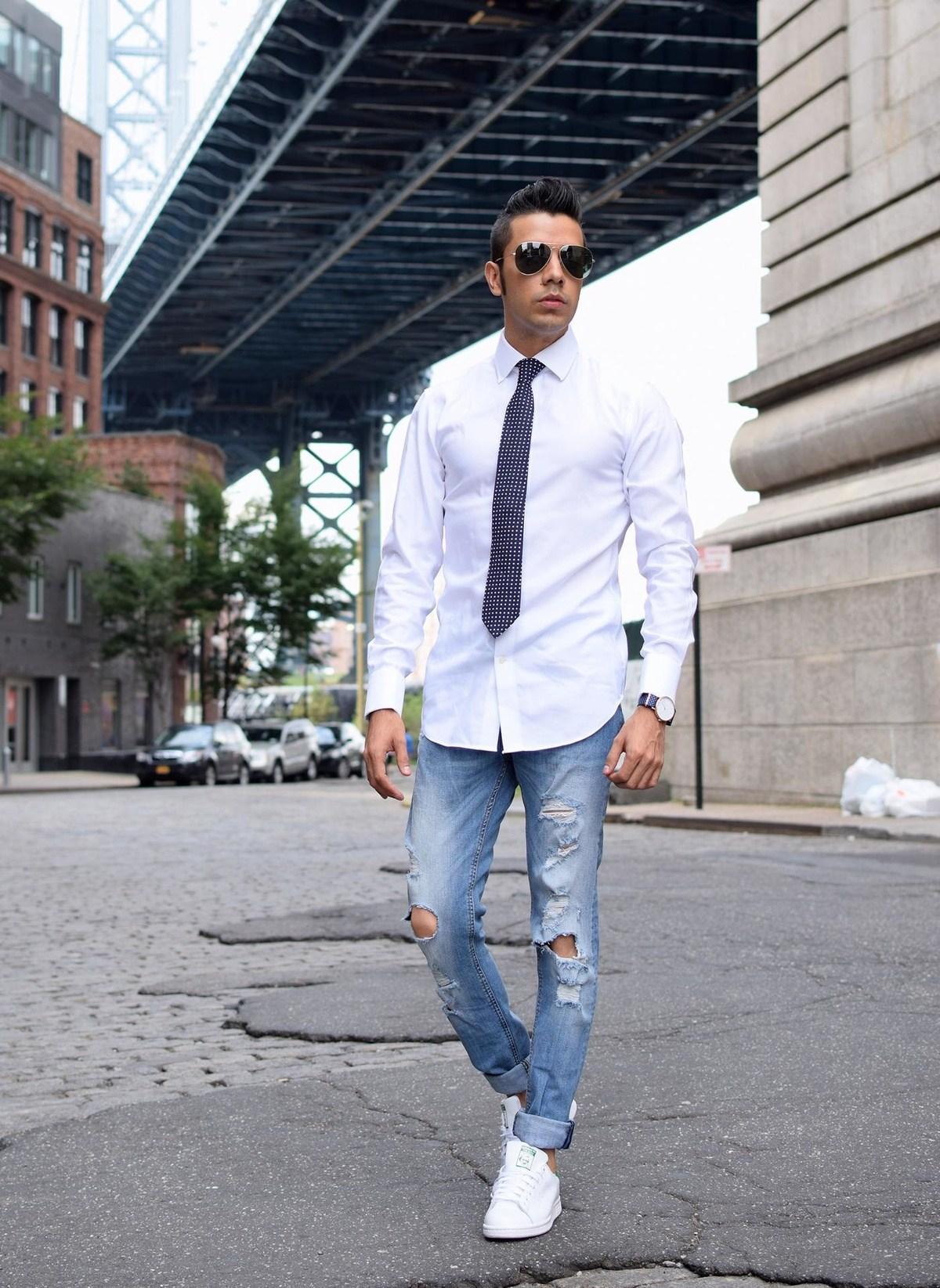 Светлые и белые мужские джинсы