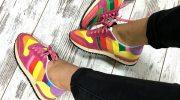 Яркие образы с разноцветными кроссовками для женщин, мужчин и детей