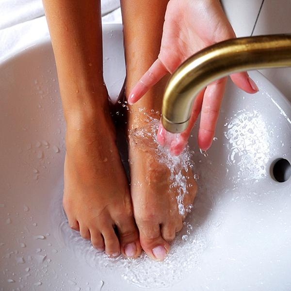 Как избавиться от запаха в кроссовках в домашних условиях