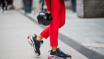 С чем сегодня носят кроссовки, модные комбинации в разных стилях