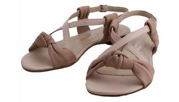 Разновидности босоножек без каблука, советы по выбору для женщин