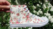 Удачные летние образы с кедами в цветочек, основные ошибки при выборе